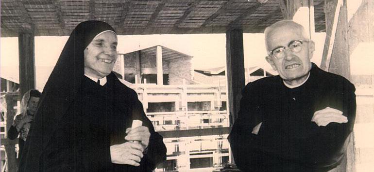 La Hermana Tecla junto con el padre Alberione